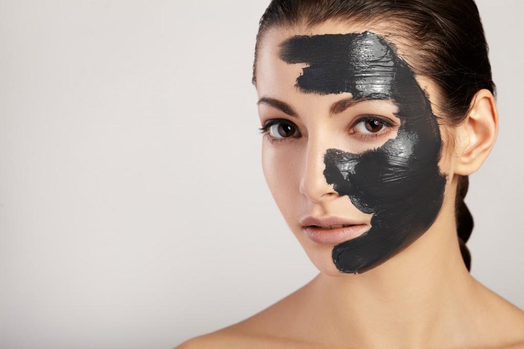 Carvão ativado no banheiro. Uma máscara, três formas.